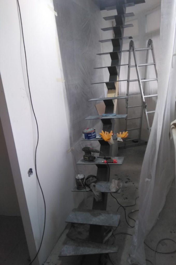 Фото Каркас-открытой-лестницы-монокосоур