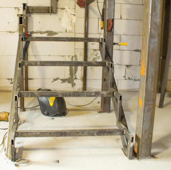 Фото лестницы-под-заказ-закрытый-тип-6