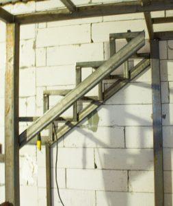 Фото лестницы-под-заказ-закрытый-тип-7