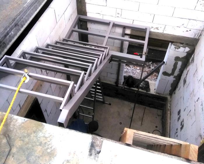 Закрытый каркас лестницы под заказ картинка 128