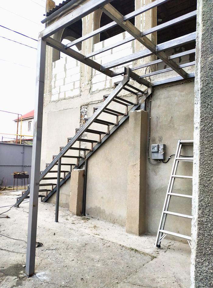 Уличная-лестница-на-заказ-фото 13