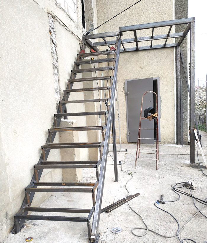 Уличная-лестница-на-заказ-фото 19