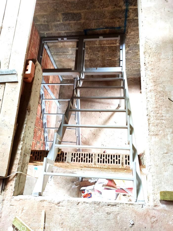 лестница-на-второй-этаж-с-площадкой-фото 5