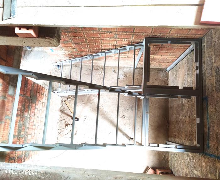 лестница-на-второй-этаж-с-площадкой-фото 4