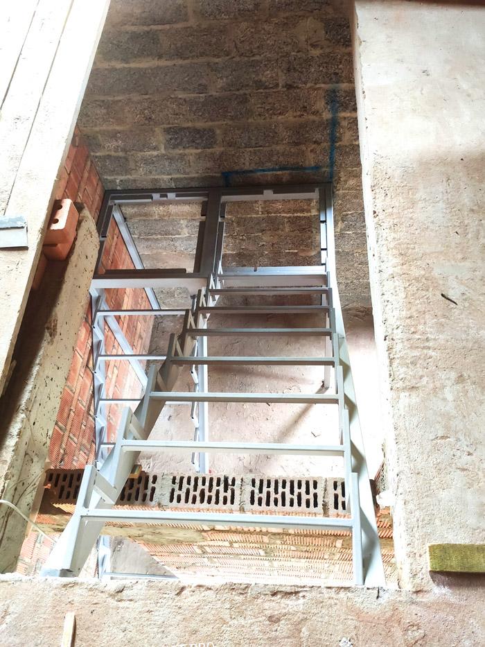 лестница-на-второй-этаж-с-площадкой-фото 3