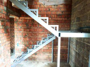 лестница-на-второй-этаж-с-площадкой-фото 1
