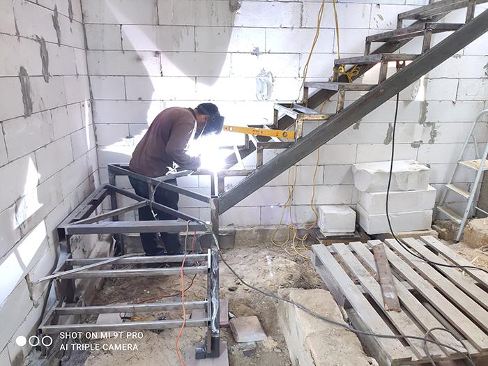 Изготовление лестниц из металла фото 1