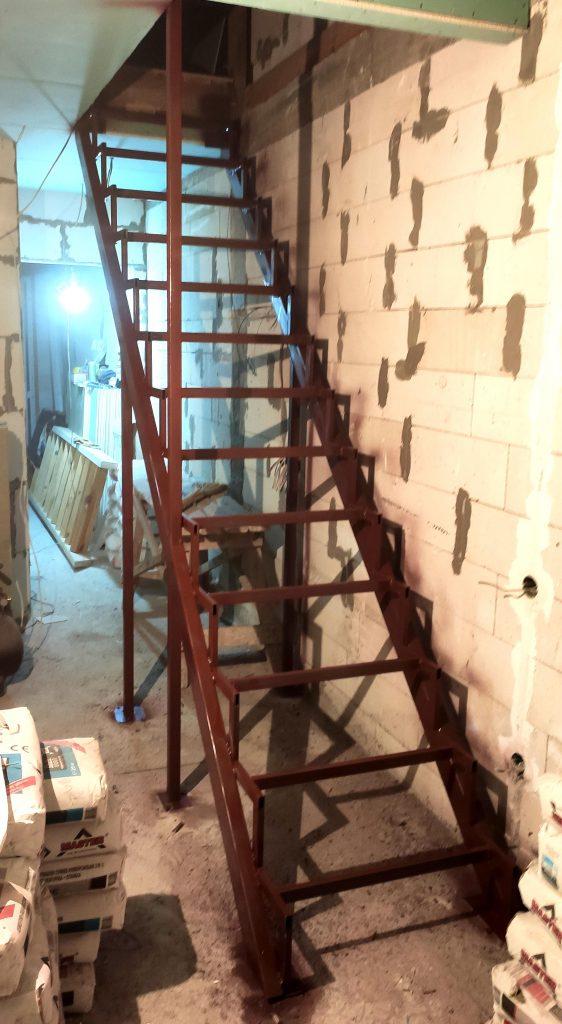 Лестница на металлокаркасе Сварков фото